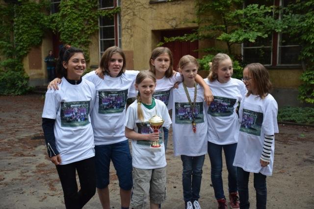Zinnowwaldschule ehrt Berliner Meisterinnen im Schulfußball